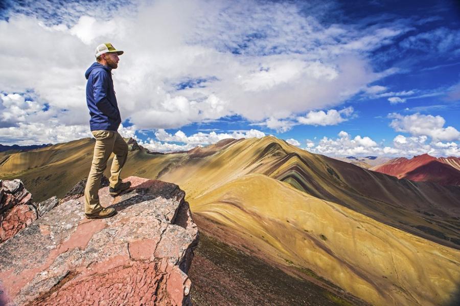 Природа раскрасила горы
