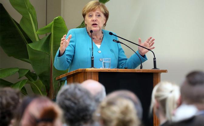 Немцы хотят знать, почему дрожит Меркель, и когда она уйдет