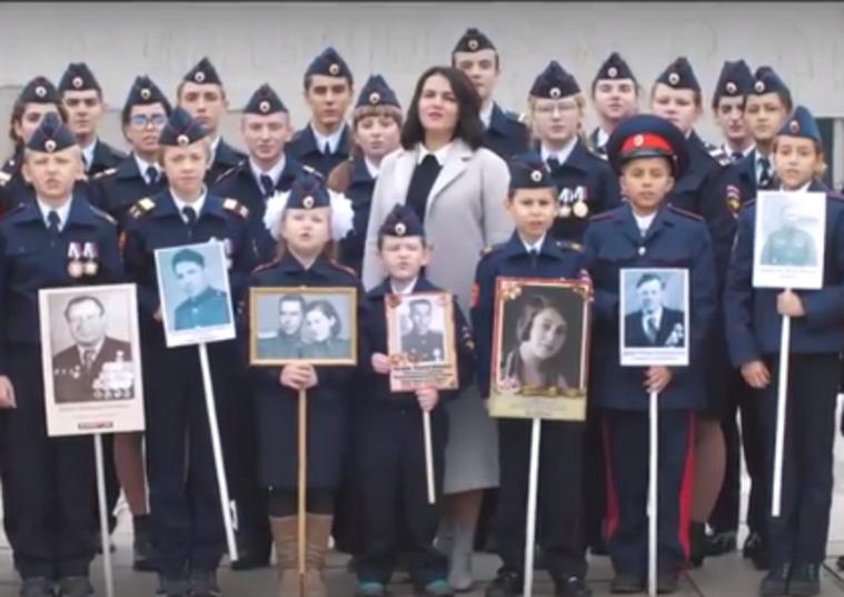 «Дядя Вова, мы с тобой!» Депутат Госдумы вместе со школьниками спели о готовности идти в бой за Путина.