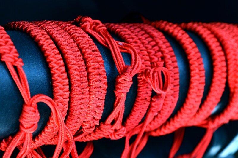 Красная нить: дань моде или оберег? Каббала, вера, защита, красный, нить, оберег, почемучка, талисман
