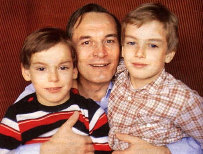 Актер с сыновьями Сергеем и Александром   Фото: 24smi.org