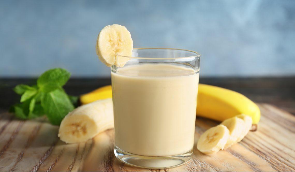 Безалкогольный коктейль «Джунгли» с мятой и бананом