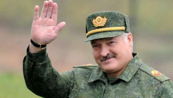 Лукашенко грозит пропускать американские ракеты на Москву