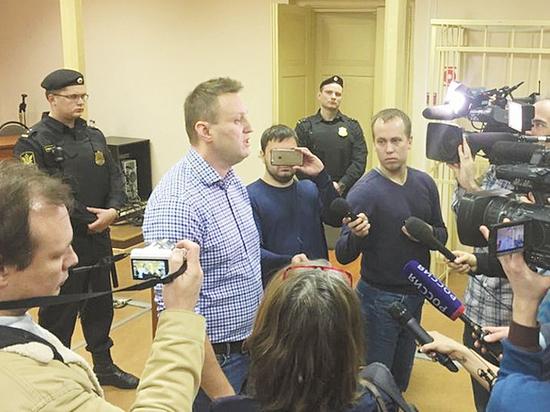 """Навальный сделал харакири, написав про """"омерзительного холуя"""""""
