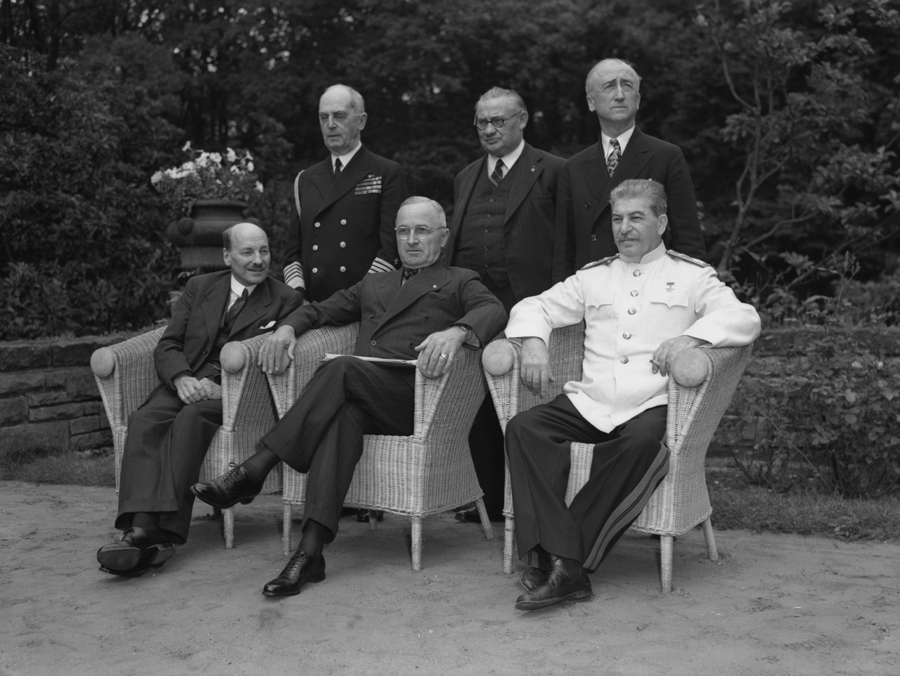 Если  взглянуть  на Сталина повнимательнее...