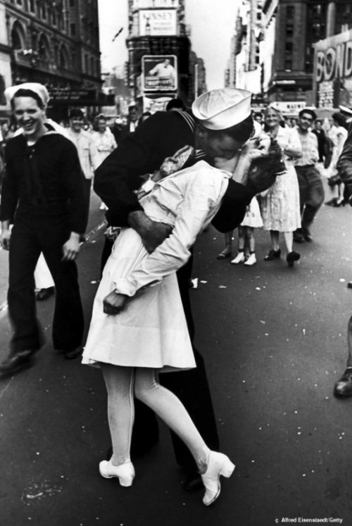 Топ-10: Удивительно странные факты о поцелуях