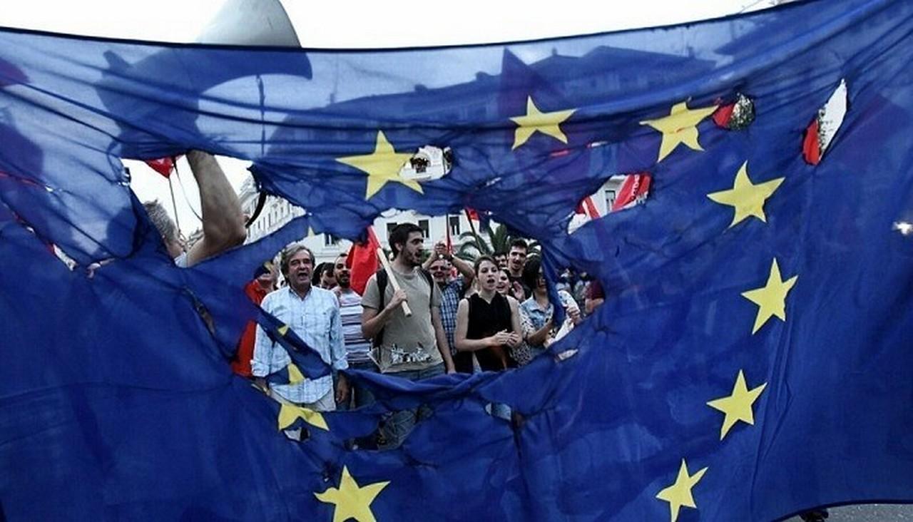 МВФ и Европа бросили Прибалтику, консервные заводы закрываются. Как люди протестуют из-за увольнений в Латвии