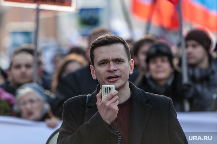 Депутат-оппозиционер Яшин сд…