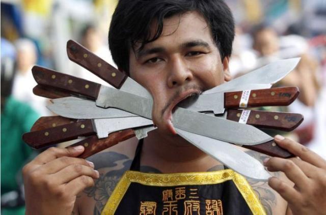 Шокирующий Вегетарианский фестиваль в Таиланде