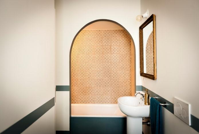 фигурная ниша в интерьере ванной
