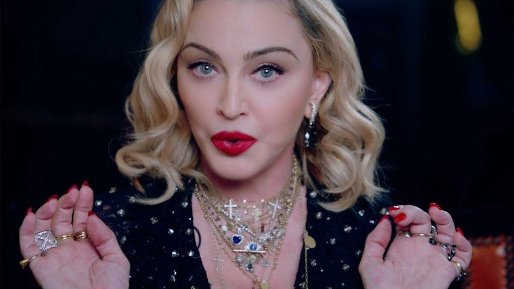 62-летняя Мадонна сделала первую в жизни татуировку, посвятив ее детям celebrities,Заморские звезды,звезда,Мадонна,певица,фото,шоубиz,шоубиз
