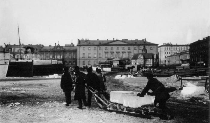 В глубинке России можно увидеть крыши без домов: зачем их строили архитектура,лед,ледяной погреб,ремонт и строительство,старинный холодильник,хранение продуктов