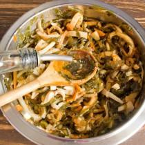 Заправляем салат кунжутным маслом