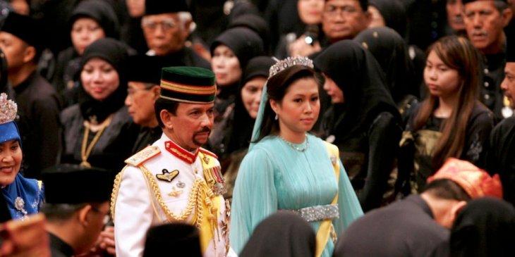 Как живет султан Брунея: пятьсот автомобилей Rolls-Royces, стрижка за 20 000 долларов...