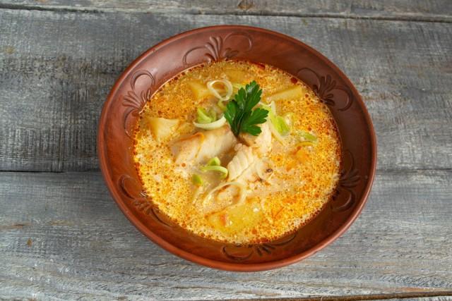 Лёгкий рыбный суп из минтая готов. Приятного аппетита!