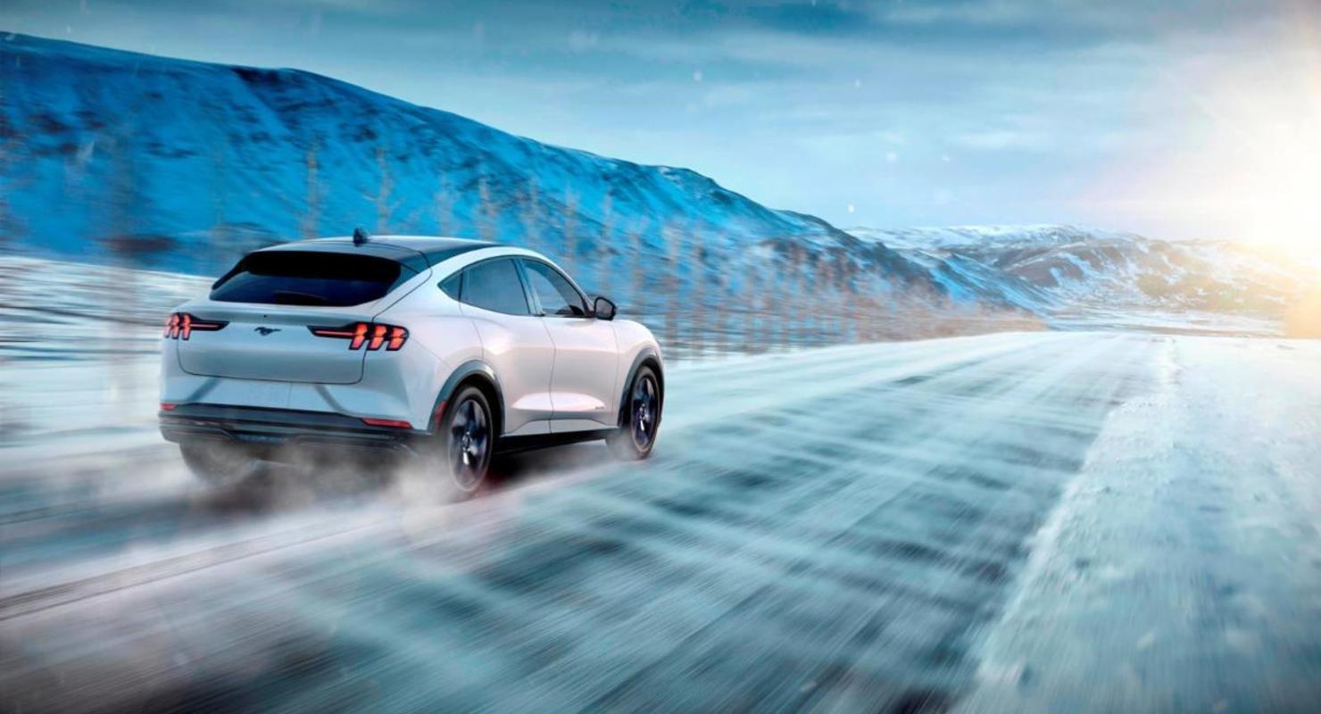 Электрические кроссоверы Ford Mustang Mach-E перегревается в Норвегии Автомобили