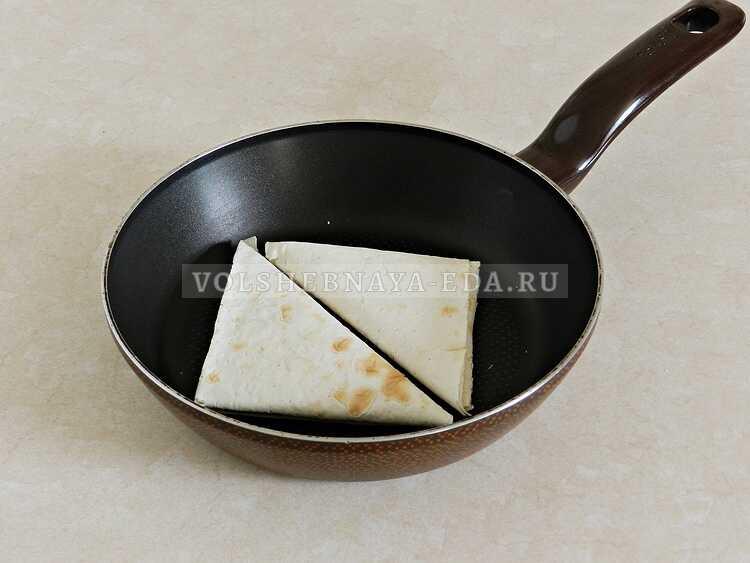 lavash s syrom na skovorode 10