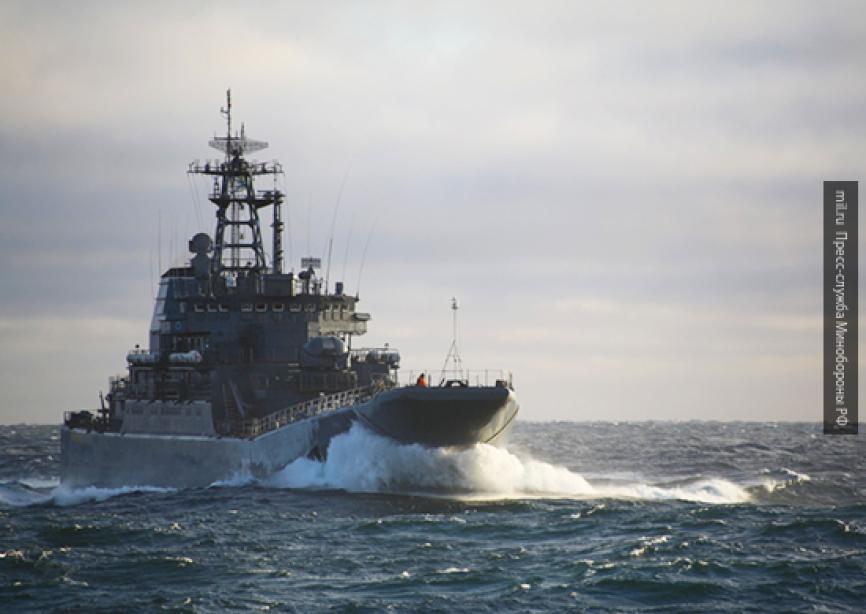 Силы ВМС Британии сопроводили три российских корабля в Ла-Манше