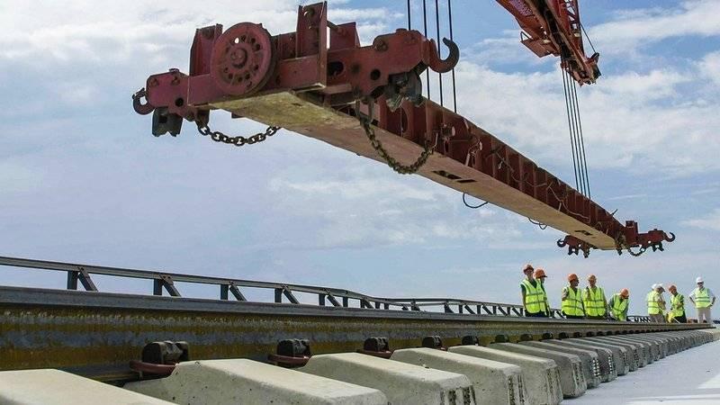 Министр транспорта: Поезда по Крымскому мосту могут пойти раньше срока