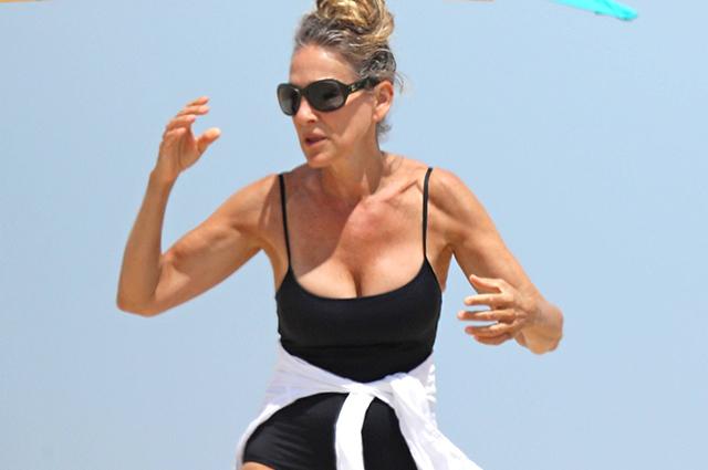 Сара Джессика Паркер отдыхает на пляже в Хэмптонсе