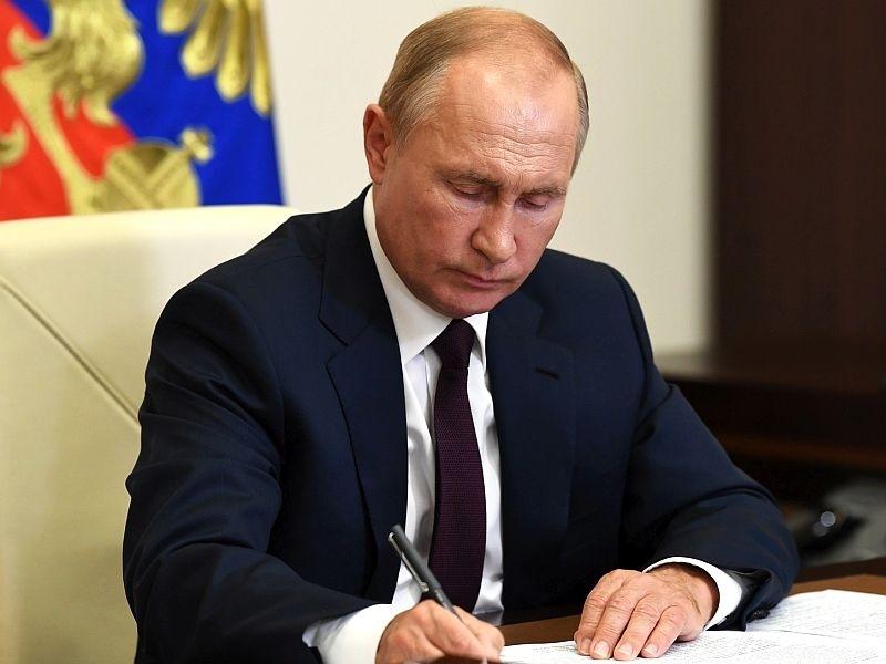"""""""Страной никто не управляет"""": эксперт заявил о развале структуры власти в России"""
