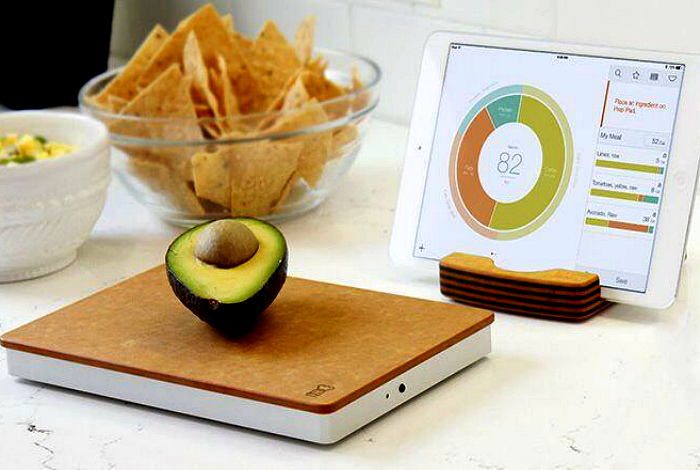 Умные кухонные весы. | Фото: Everyday Health.