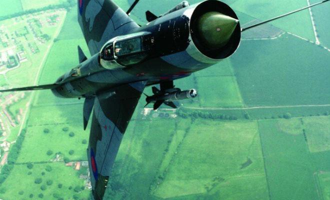 Авиатехник дернул не ту ручку: реактивный самолет унес его в небо