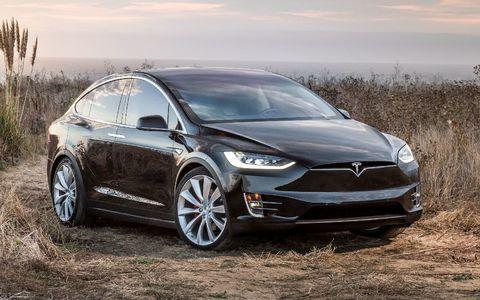Сдуло ветром: новое ДТП с участием Tesla Model X в режиме автопилота