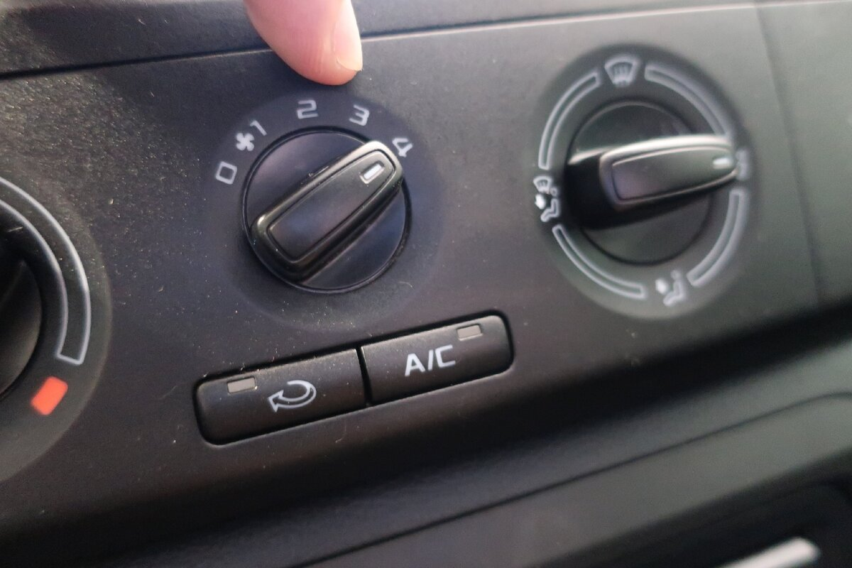 У меня часто спрашивают: «Зачем ты всегда ездишь со включенным вентилятором печки, даже летом?». Отвечаю авто,авто и мото,автосалон,водителю на заметку,машины,Россия,советы,тюнинг