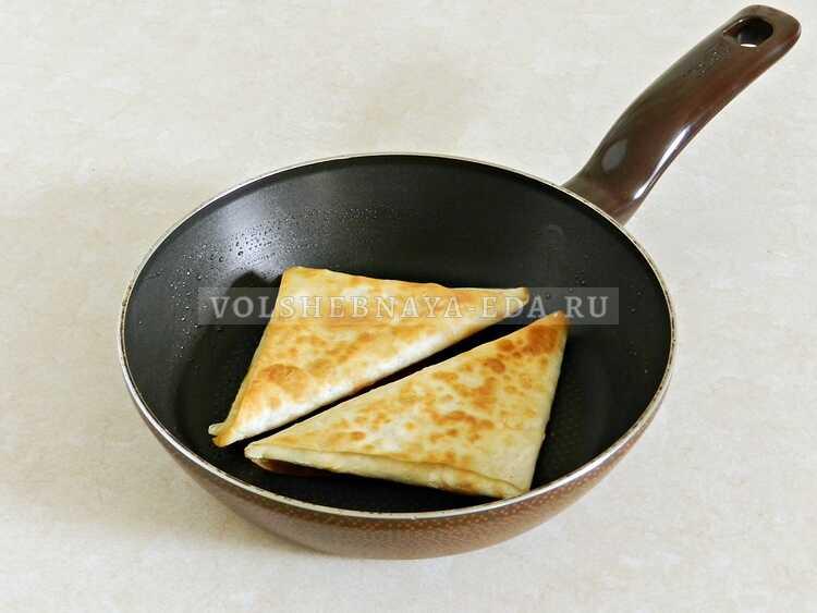lavash s syrom na skovorode 11