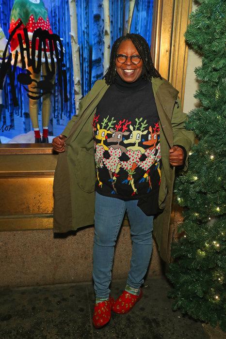 Знаменитости в рождественских свитерах
