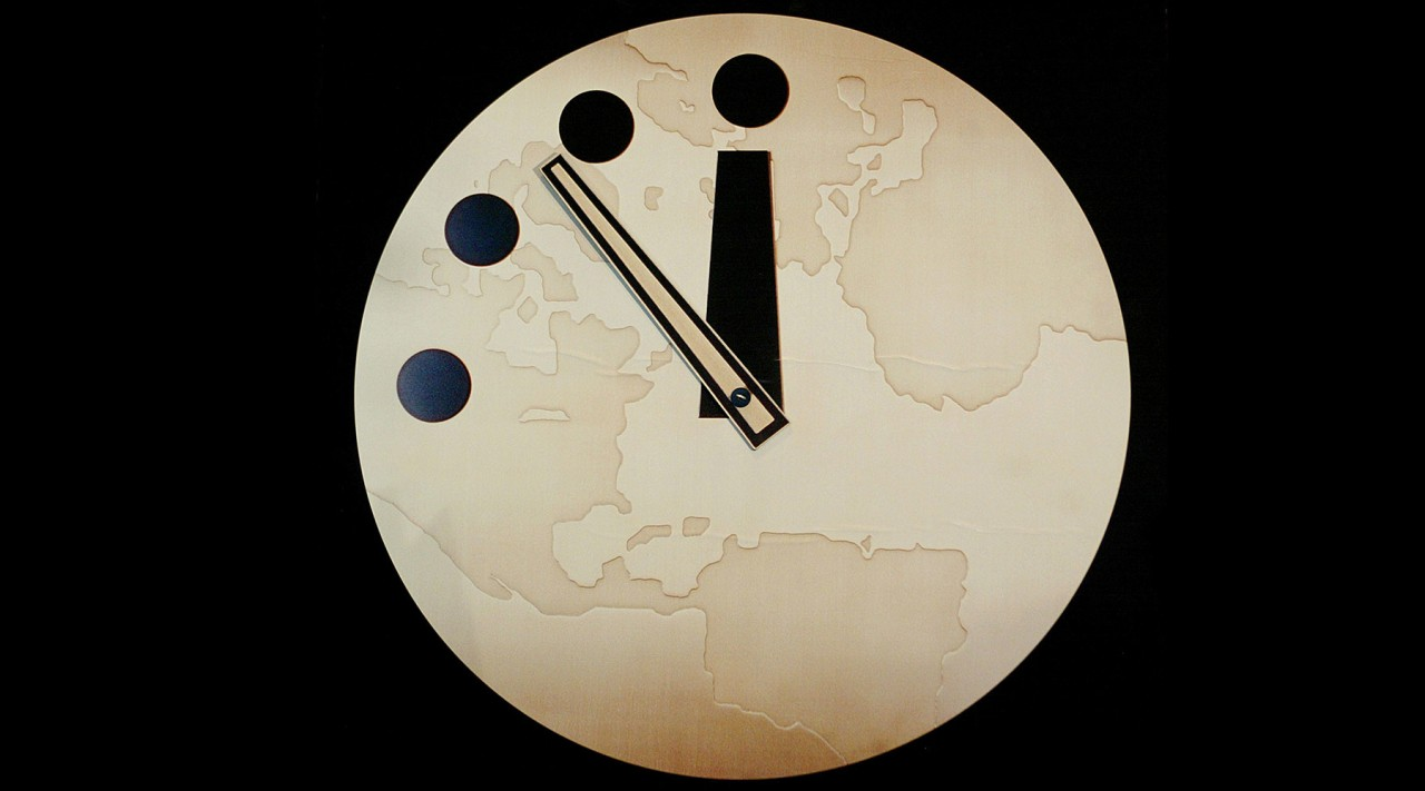 Стрелки на часах Судного дня приблизились к полуночи на 30 секунд