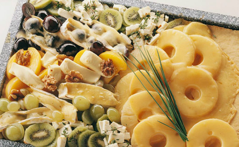 сырная тарелка с фруктами
