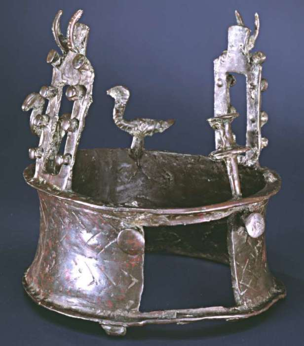 У короны есть загадочное квадратное отверстие/Фото: Израильский музей.