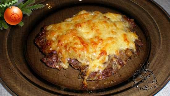Увеличить фото. Мясо под ананасом и сырной корочкой