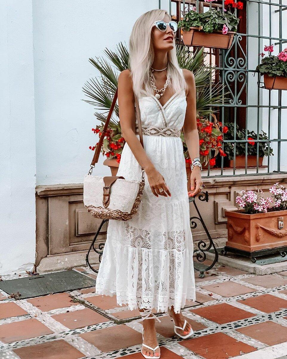 Роскошные образы в белом цвете для дам элегантного возраста