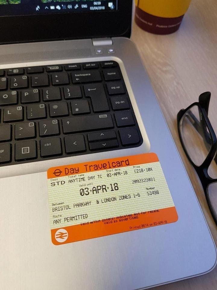 Всё дело в том, что билет на поезд стоил слишком дорого. Увидев на Reddit пост такого же страдальца с фотографией билета за 218 фунтов стерлингов, Том решил действовать иначе. honda, авто, автомобили, автопутешествие, поезд, прикол, путешествие, экономия