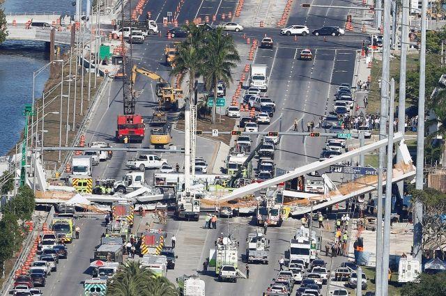 При обрушении пешеходного моста в Майами погибли шесть человек