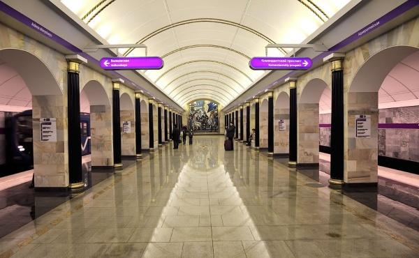 Все станции метро Петербурга проверили из-за сообщения обомбах