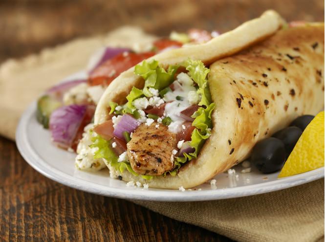 Готовим дома: 5 рецептов греческих блюд и напитков вкусные новости,греческая кухня,кулинария,кулинарные путешествия,рецепты