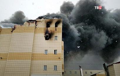 При пожаре в ТЦ в Кемерово погибли 64 человека
