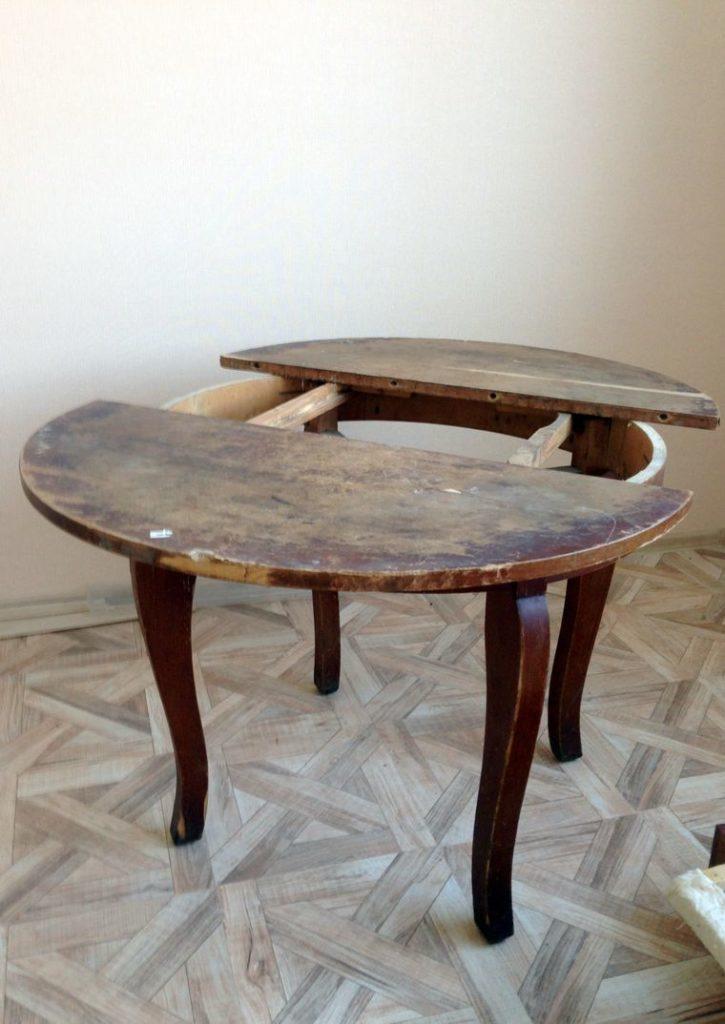 Новая жизнь старого стола: понадобится лишь краска и красивая ткань