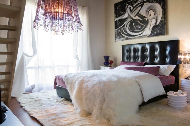 Как улучшить атмосферу в спальне: основные приемы