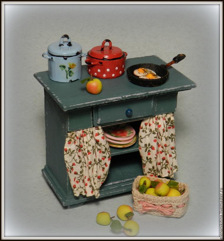 Кухонный стол для кукольного дома.
