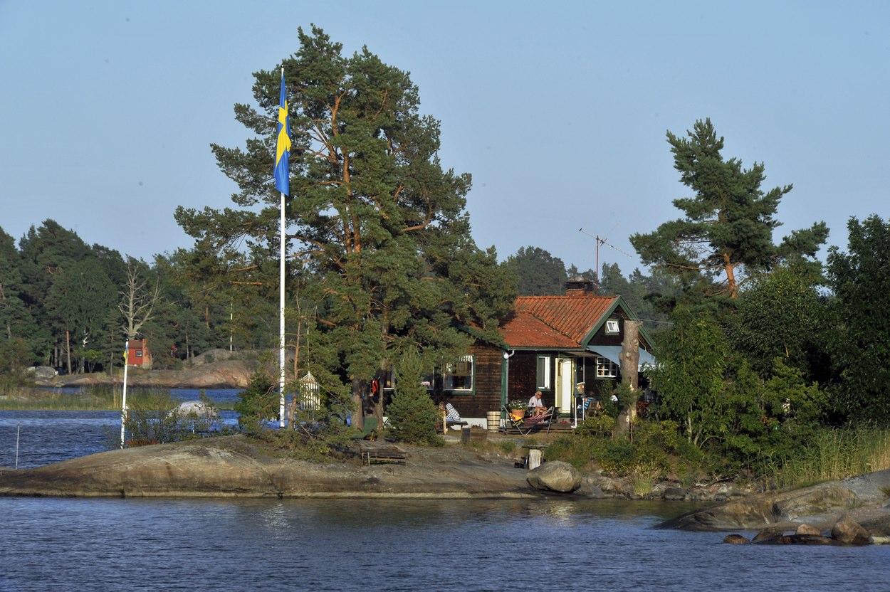 Власти призвали шведов отдать свои дома беженцам