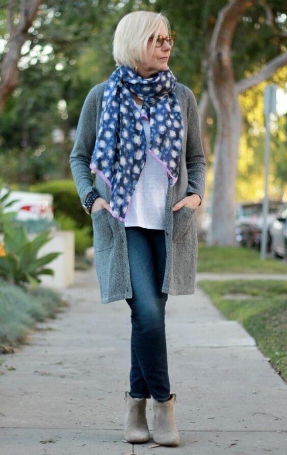 Кардиган из шерсти или льна гармонично сочетается с джинсами