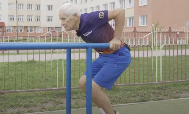80-летний пенсионер тренируется каждый день уже 60 лет и до сих пор сильнее многих молодых. Смотрим тренировку против старости Культура