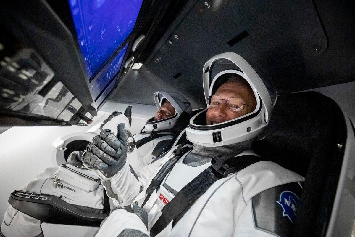 """Ну вот господин Рогозин – Маск и запустил свой батут Crew Dragon. Выполнил обещания в отличие от """"Роскосмоса"""""""