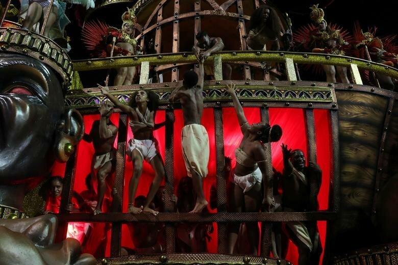 Танцовщики школы Vai-Vai бразилия, в мире, карнавал, события, фото, фотоотчет, фоторепортаж