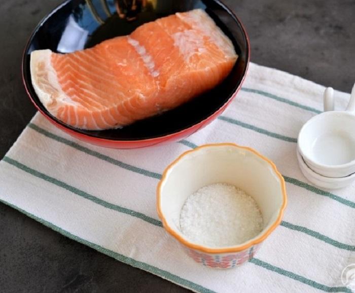 Даже в рыбу нужно класть немного сахара, чтобы усилить вкус. / Фото: vilkin.pro